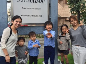Guest mothers and the children from Osaka and Niigata